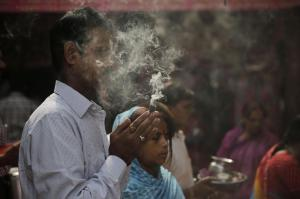 Asian Image: Hindu devotees offer prayer to Hindu god Shiva, during the first Monday of the Hindu month of Shravan, in Lucknow, India. Shravan Somwar or the Monday in the Hindu calendar month of Shravan is considered auspicious for offering prayer to Lord Shiva, the god of destruction.